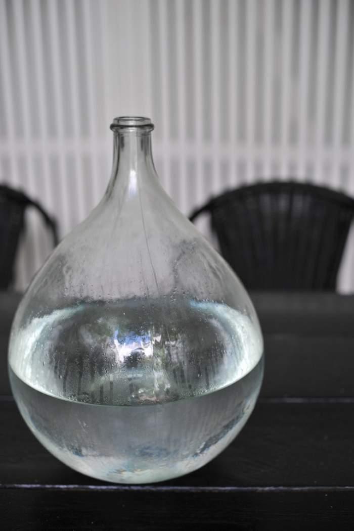 ÎNTREBAREA ZILEI - LUNI / De ce ÎNGHEAŢĂ mai repede apa caldă decât cea rece?