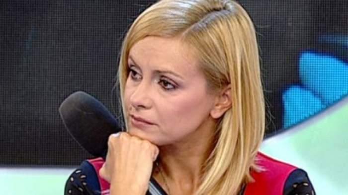"""VIDEO / Simona Gherghe, în LACRIMI! Ce s-a întâmplat cu prezentatoarea, în timpul emisiunii """"Acces Direct"""""""