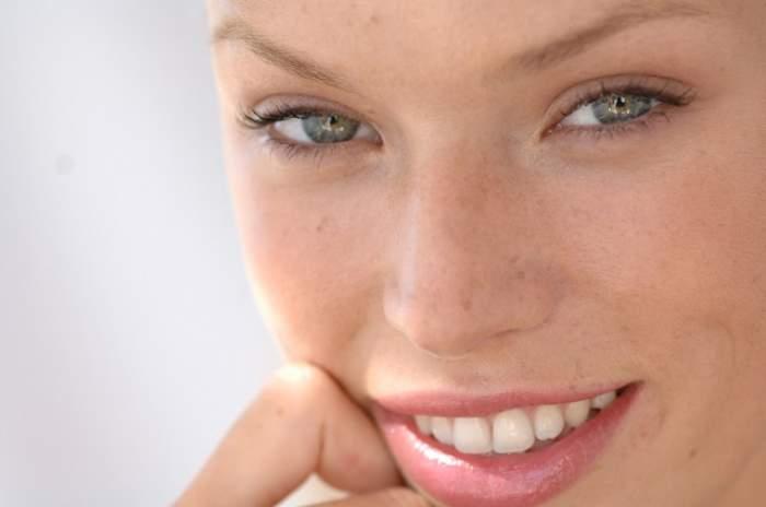 Cum să obţii un zâmbet alb şi strălucitor? Rezultatele se văd în 20 de minute