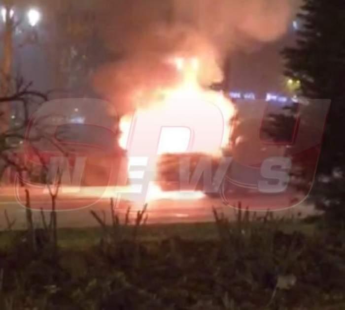 VIDEO / Scene de groază în centrul Bucureştiului! O maşină a luat foc în plină stradă