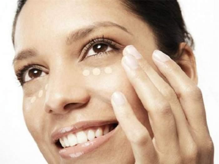 Ai probleme cu cearcănele? Încearcă 6 remedii naturale pentru estomparea pungilor de sub ochi