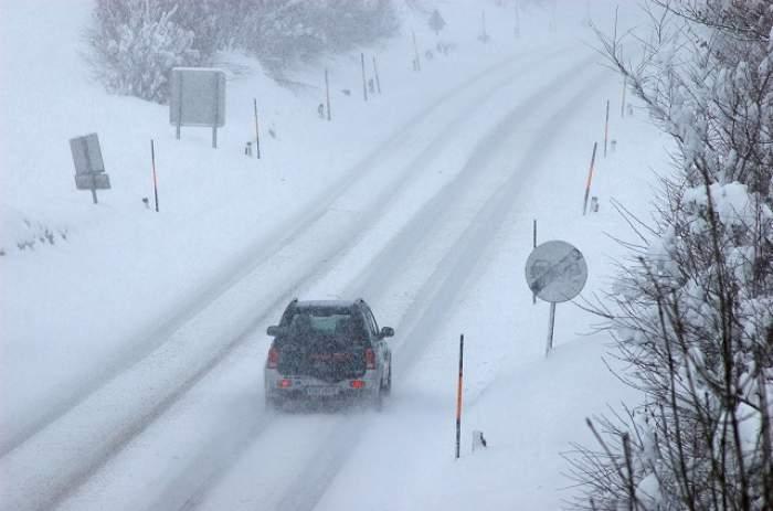 ACCIDENT grav în Argeş! Nouă oameni au ajuns la Urgenţe din cauza zăpezii de pe şosea