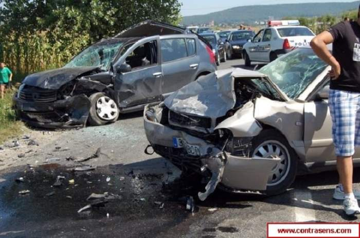 Accident îngrozitor în Argeş! Un vitezoman s-a izbit într-o maşină, provocând moartea a două persoane