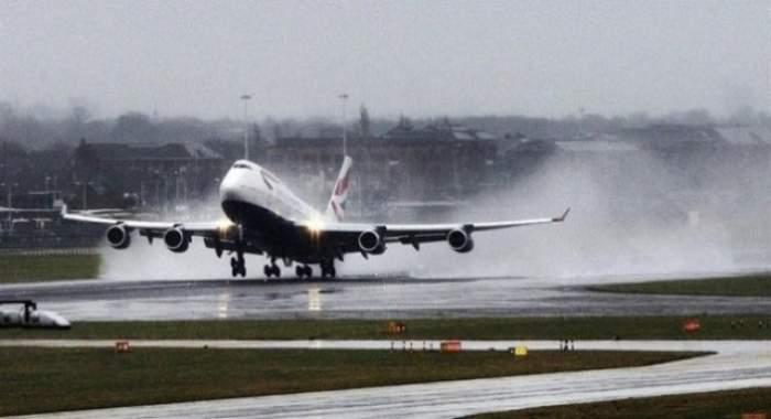 Aterizare de urgenţă! Pasagerii şi echipajul aeronavei, în stare gravă