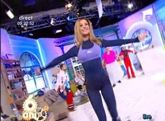 """VIDEO Matinalii de la """"Neatza"""" au făcut show în zăpadă. Pe tocuri de 15 cm, Flavia a făcut senzaţie în """"omăt"""""""