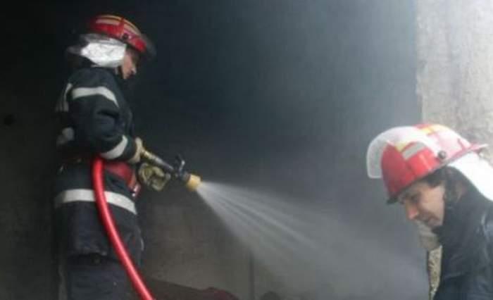 Incendiu de proporţii în Capitală. Un restaurant din Centrul Vechi a fost mistuit de flăcări