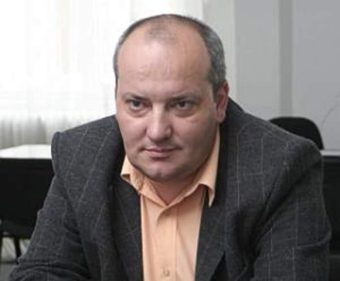 """Ce a păţit funcţionarul care  le-a """"tăvălit"""" pe Nicoleta Luciu şi Mihaela Rădulescu!"""
