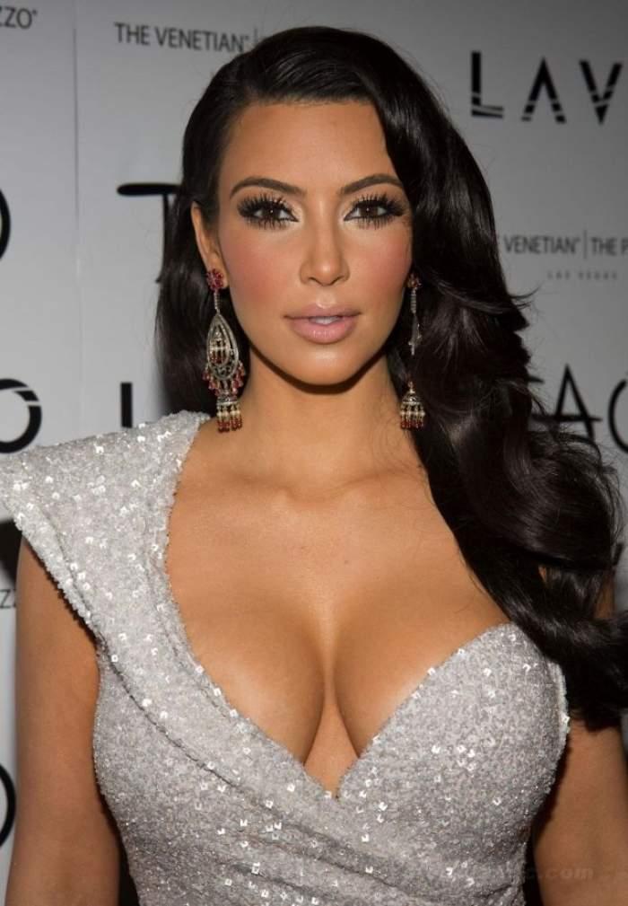 Kim Kardashian, apariţie dizgraţioasă! Cu o ţinută mulată şi total inadecvată, a reuşit să-i dezguste pe trecători