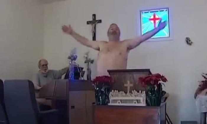 VIDEO Slujbă în pielea goală! Asta e biserica în care enoriaşii merg goi puşcă