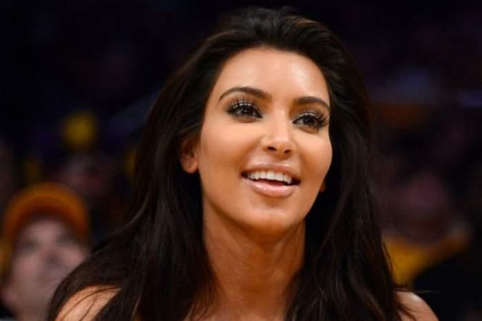 Fond de ten sau tencuială? Poza asta te va speria! Nu vei recunoaşte faţa lui Kim Kardashian