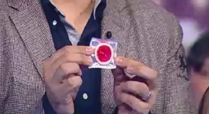 """N-ai idee cine a primit acest prezervativ de Ziua Îndrăgostiţilor! """"Dragul meu soţ, ai dezlegare de la mine la femei"""""""