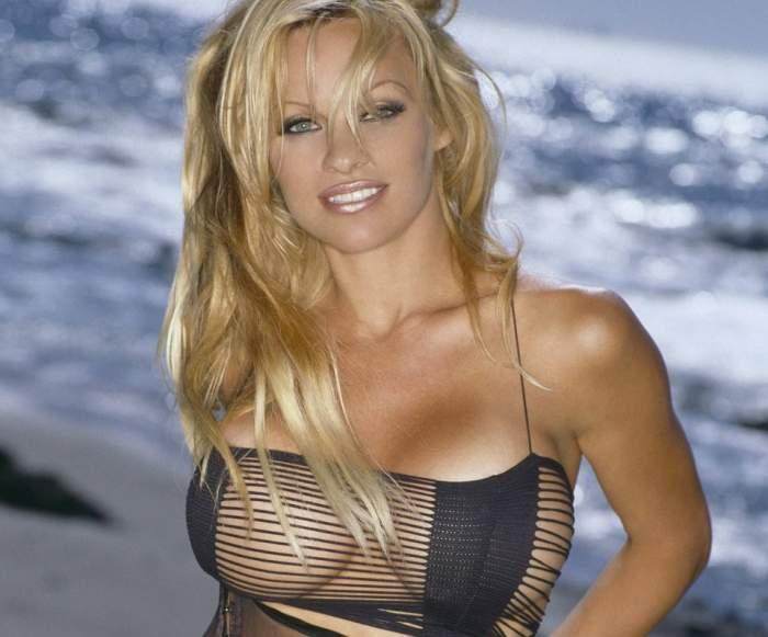VIDEO Pamela Anderson, complet goală! Blonda ridică gradele în termometre