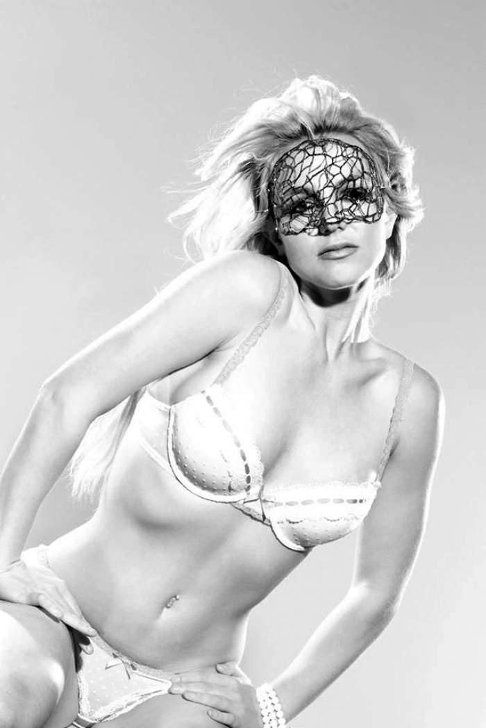 """Ţi se pare sexy? Fotografiile neretuşate îţi vor schimba total părerea! """"Colăceii"""" inestetici, celulita şi ţinutele neinspirate o definesc pe Britney Spears"""