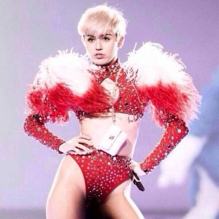 Miley Cyrus redevine Hannah Montana? Vedeta a trecut la părul lung şi blond! Uite cum arată acum