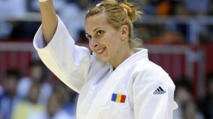 De la echipamentul de judo, la o ţinută periculos de sexy! Alina Dumitru surprinde printr-o ipostază neaşteptată