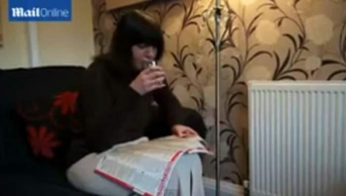 VIDEO Ce chin! O femeie sughiţă încontinuu de 11 ani