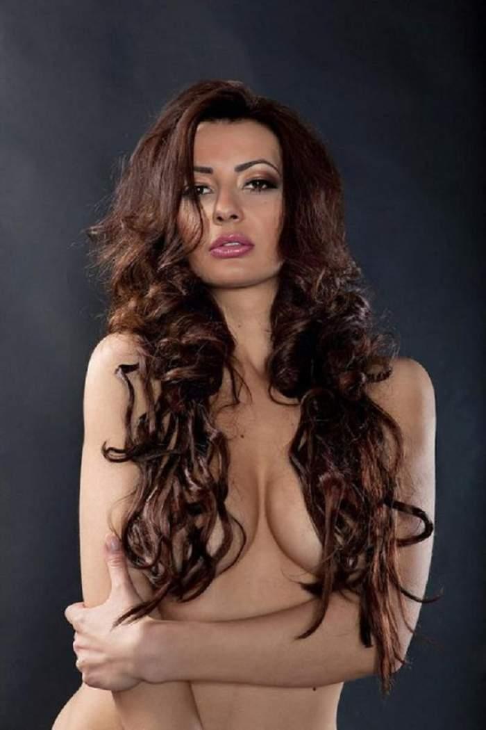 """DJ Harra şi-a tras bijuterii noi pentru sânii imenşi! Vezi cum arată """"podoabele"""" brunetei!"""