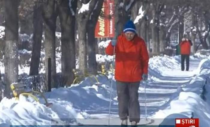 VIDEO Pe asta nu ai mai văzut-o! La 80 de ani schiază zilnic pe străzile din Ploieşti