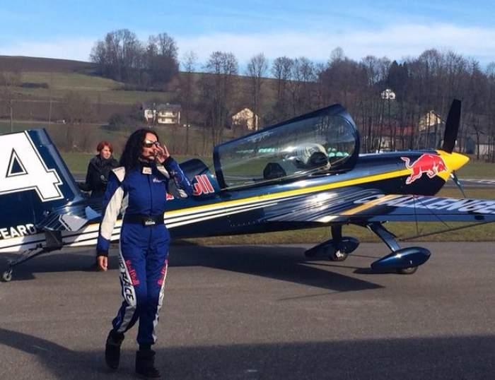 """FOTO A făcut-o şi p-asta! Mihaela Rădulescu a zburat cu un avion de acrobaţii: """"Mamă, am mers cu capu'-n jos!"""""""