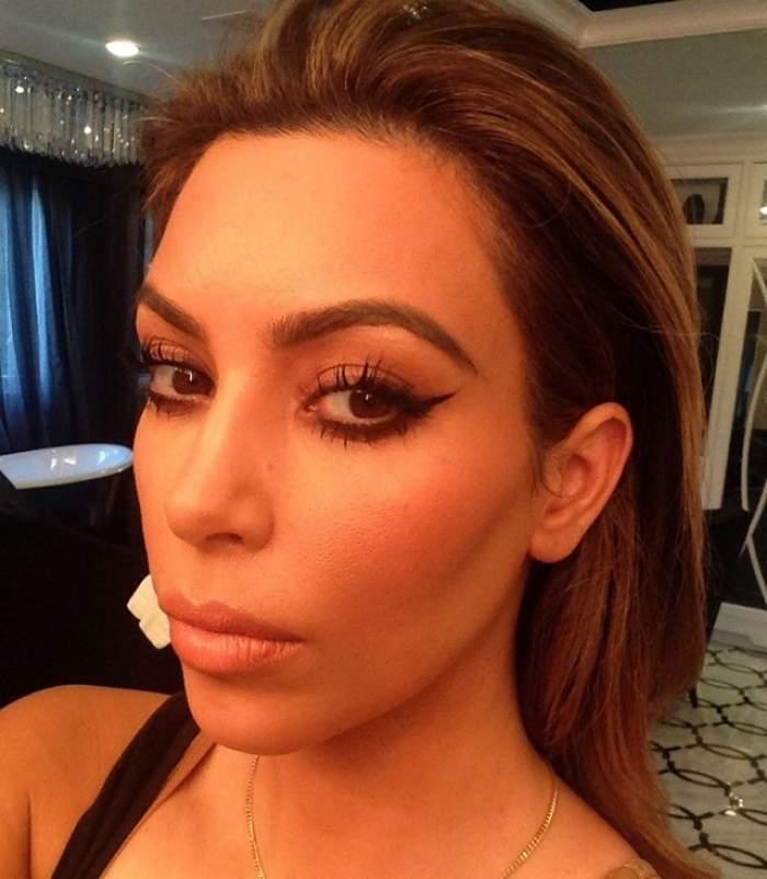 Fără sutien şi cu chiloţii la vedere Kim Kardashian arată mai mult decât am vrea să vedem!