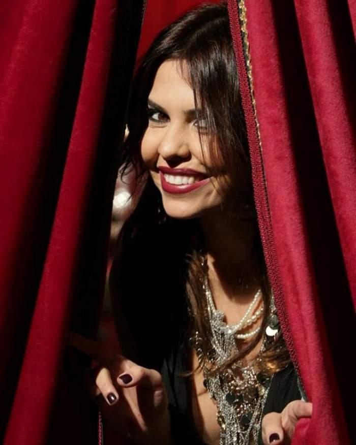 Andreea Popescu, cu rochia în vânt. Dansatoarea a încins spiritele atunci când a apărut aşa