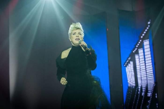 Reacţia fabuloasă a Silviei Dumitrescu, după ce designerul Răzvan Ciobanu i-a desfiinţat ţinuta de la Eurovision!