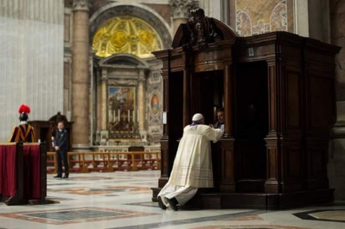 VIDEO La Vatican nu s-a mai întâlnit aşa ceva! Papa Francisc a uimit o lume întreagă când a făcut asta