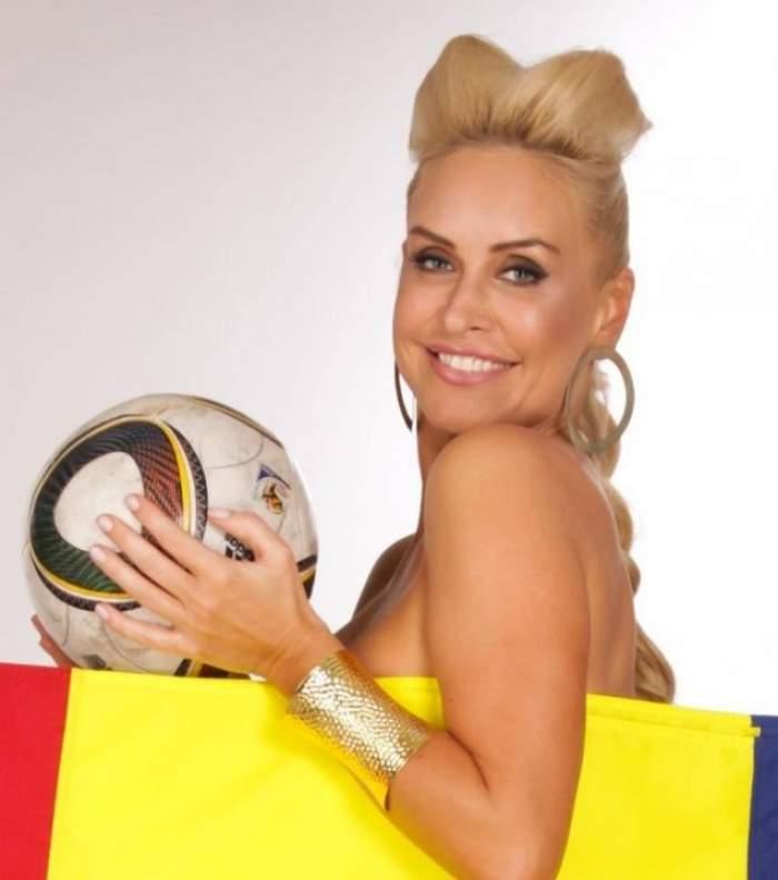 Puţin îi pasă de arestările din fotbal! Vica Blochina s-a pozat provocator, cu buricul la vedere, întinsă pe-un scaun