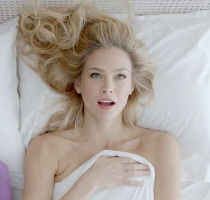 VIDEO Prea sexy pentru gustul lor! Bar Refaeli, interzisă în propria ţară! Vezi imaginile... indecente