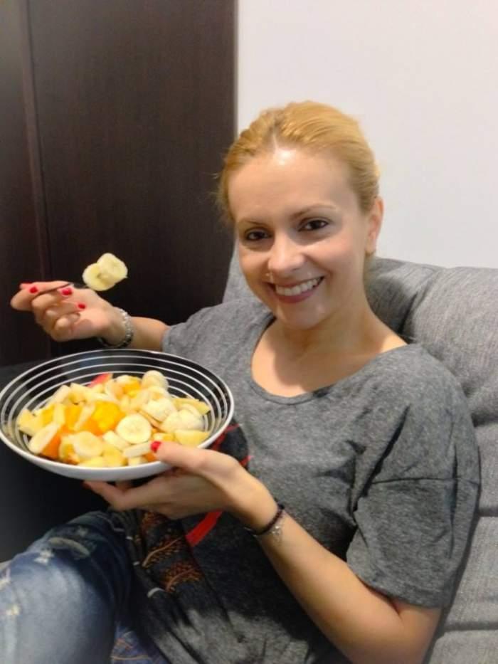 Gest lăudabil! Simona Gherghe mănâncă banane în cinstea lui... Dani Alves