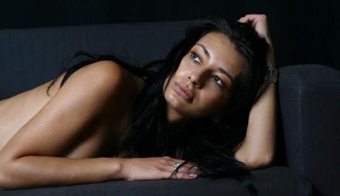Dana Neacşu, selfie în sutien, într-un hotel ieftin? Uite fotografia care i-a înfiebântat pe fani!