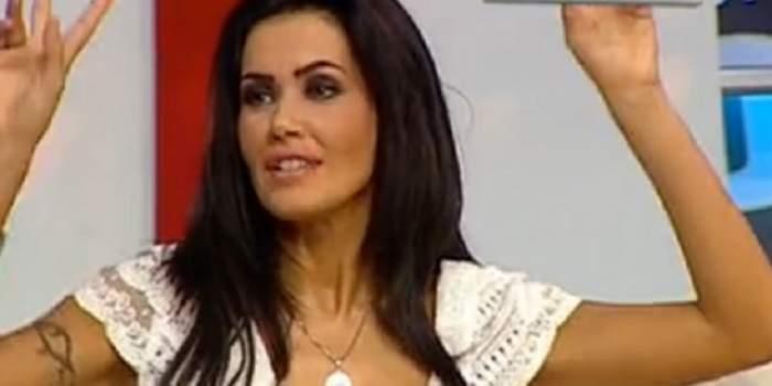 Oana Zăvoranu, în culmea fericirii după ce a fost eliberată! Vedeta cântă şi zâmbeşte cu gura până la urechi