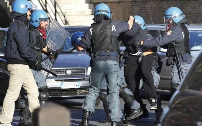 Un român a făcut iureş în centrul Romei. S-a urcat pe o macara şi a ameninţat că se sinucide