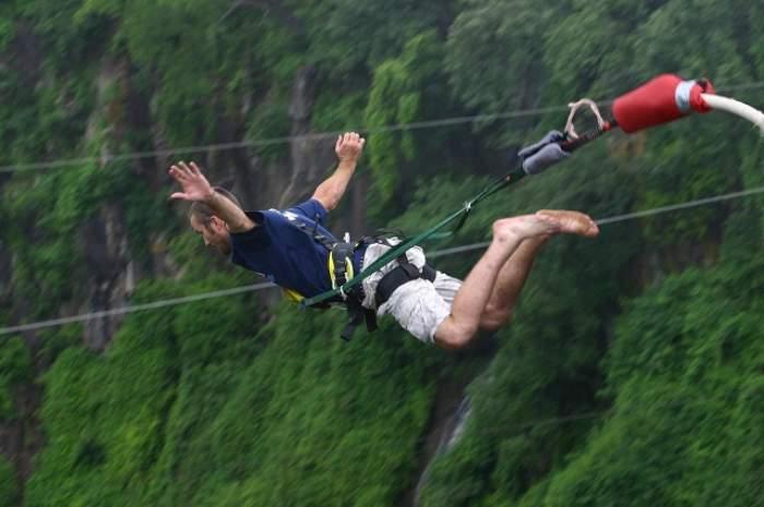 Eşti amator de senzaţii tari? Top trei al principalelor atracţii turistice în care poţi practica sporturi extreme!