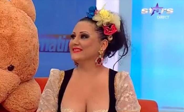 Asta da fiţă! Uite cum arată Bianca Rus în costum de baie cu paiete şi perle!