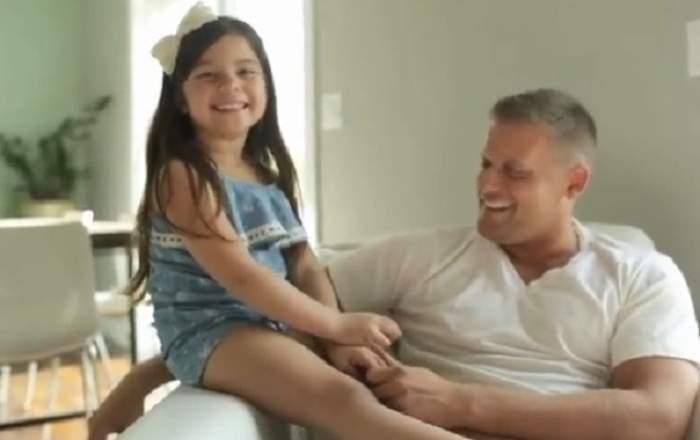 VIDEO VIRAL! Un tătic i-a făcut o surpriză de proporţii fetiţei lui! Reacţia ei face cât 1000 de cuvinte