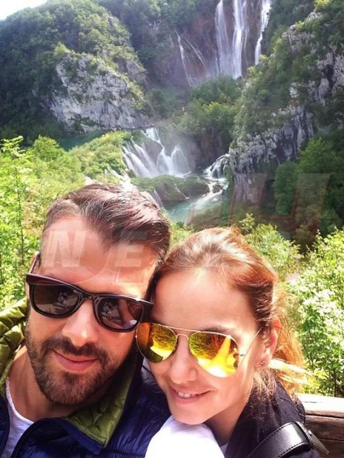 Roxana Ionescu se distrează într-un peisaj de basm! Uite ce fericită e în braţele iubitului! Imagini inedite din vacanţa îndrăgostiţilor!