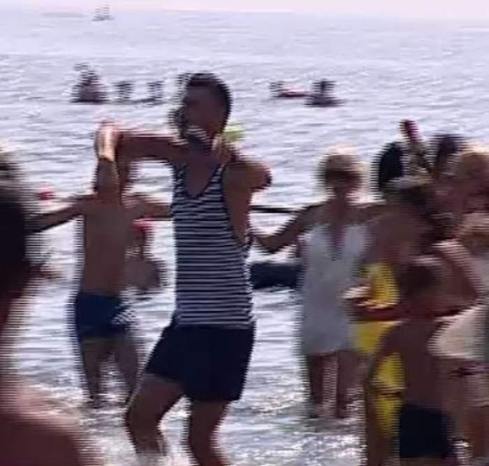 VIDEO / Star matinalii au încins jocul în mare! Cum a arătat cea mai mare horă jucată vreodată pe litoralul românesc