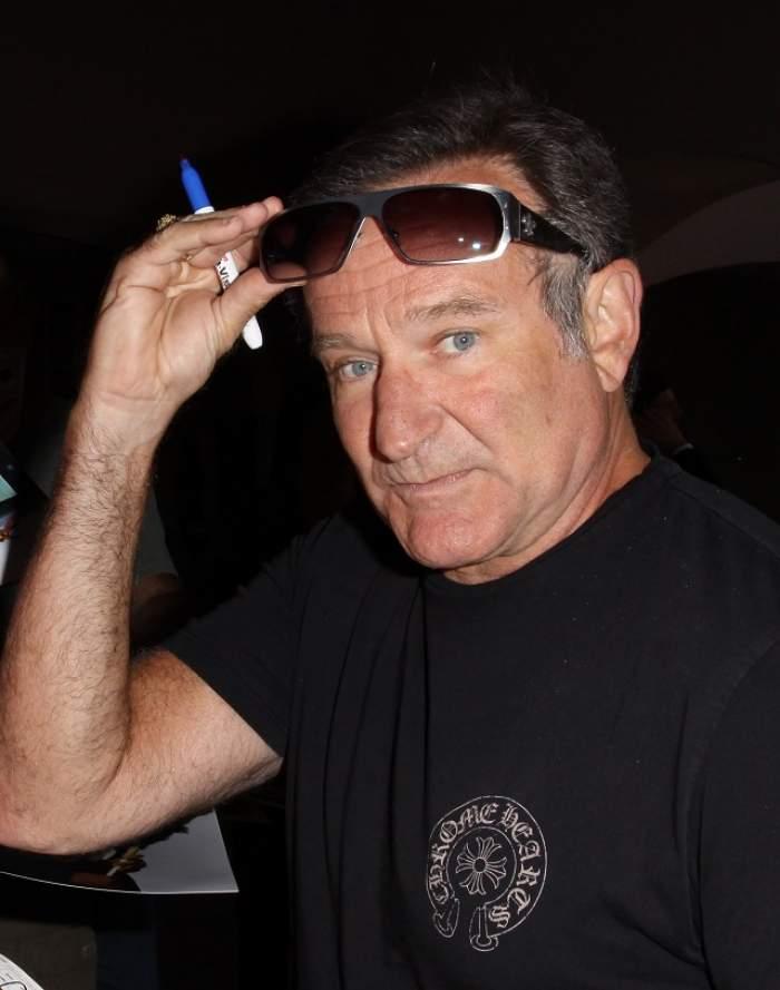 Imagini emoţionante din faţa casei actorului Robin Williams! Fanii au venit să-şi ia rămas bun