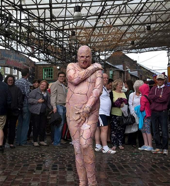 VIDEO/ El o face pe Lady Gaga să crape de invidie! Cum arată bărbatul cu piele de găină