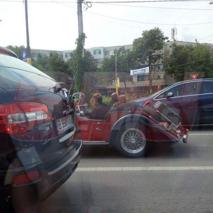 """FOTO / Radu Mazăre, pe stradă mai ceva ca la paradă! Şoferii au crezut că nu văd bine! Cu ce """"OZN"""" a apărut edilul pe şosea"""