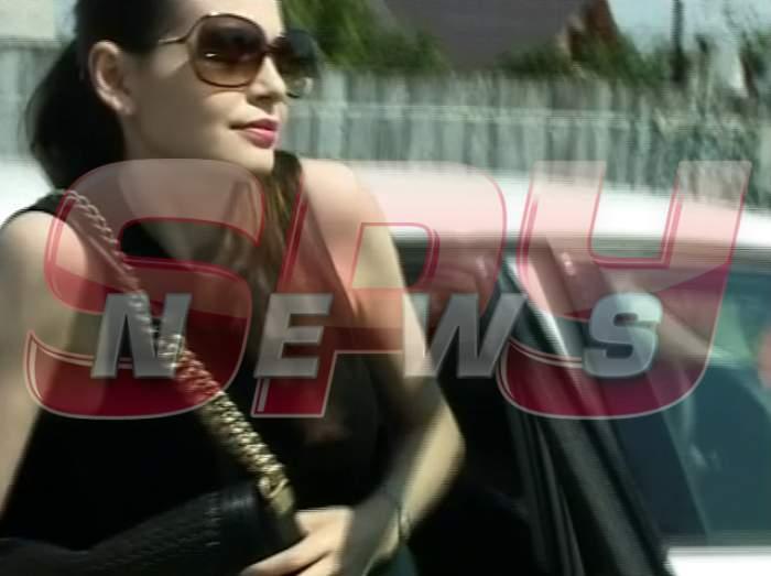 VIDEO Surorile Gabor au uitat de unde au plecat! Monica şi Ramona sunt la Bacău de 4 zile, dar nu şi-au vizitat tatăl!