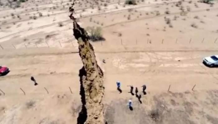 VIDEO / Crater uriaş apărut peste noapte în Mexic! Locuitorii sunt îngroziţi