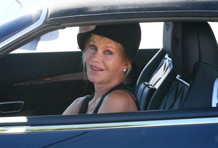 Are 57 de ani, însă se crede la 18! Cum a ieşit Melanie Griffith, fosta soţie a lui Antonio Banderas, pe stradă
