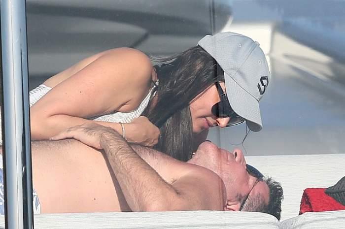 FOTO/ Simon Cowell a fost surprins cu iubita lui, Lauren Silverman, în cele mai intime ipostaze de vacanţă