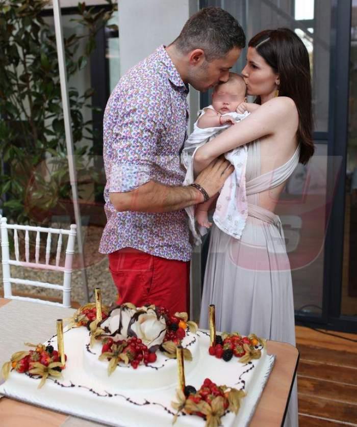 """FOTO / Anca Lungu, în lacrimi la botezul micuţei Natalia Adriana: """"Suntem fericiţi că avem un copil sănătos şi cuminte"""""""