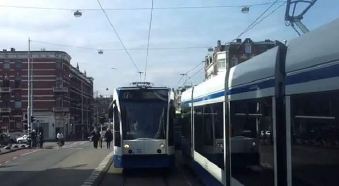 Şocant! O studentă a fost prinsă sub şinele tramvaiului şi a supravieţuit. Cum arată picioarele ei acum