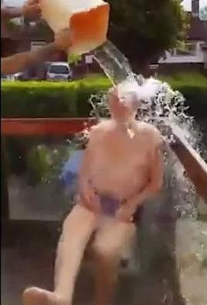 """VIDEO / Cea mai vârstnică persoană care a acceptat """"Ice bucket challenge""""! Reacţia incredibilă a bătrânului de 102 ani"""