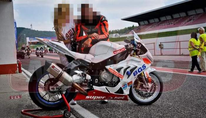 O supervedetă de la noi, talisman pentru iubitul ei motociclist! După ce a văzut-o pe celebra prezentatoare TV, a gonit ca nebunu` ca să câștige cursa