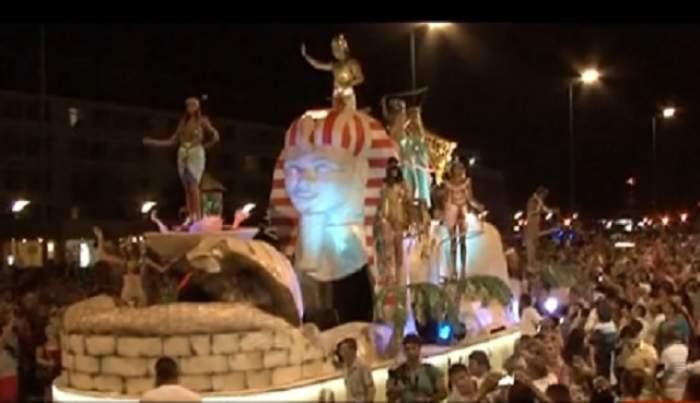 VIDEO / Carnavalul din Mamaia a lăsat mască turiştii! Radu Mazăre a jucat rolul faraonului Ramses al II-lea
